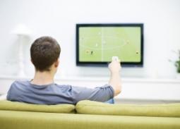 chico-viendo-el-futbol1-300x215